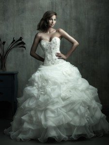 Image credit: http://www.weddingdressmall.com.au/blog/the-history-of-white-wedding-dress/